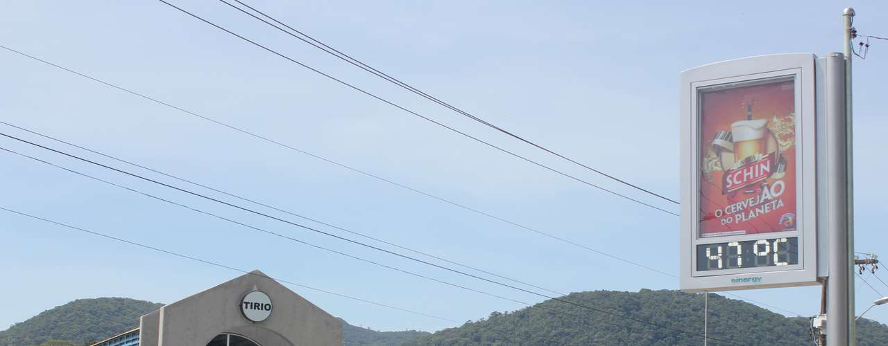 25 de dezembro - Termômetros de rua chegaram a registrar 47 graus nesta terça-feira em Florianópolis