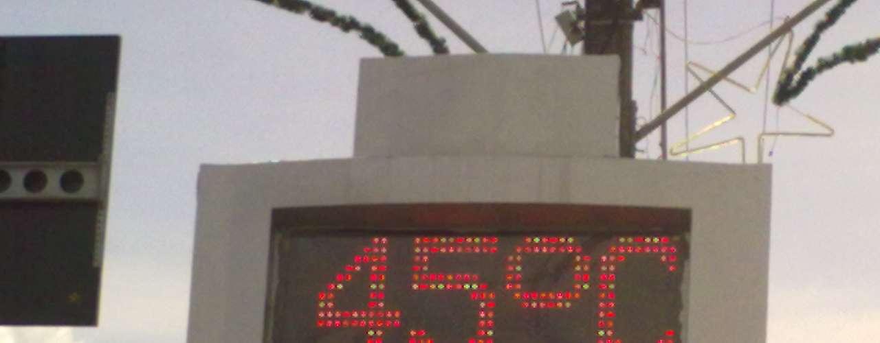 25 de dezembro-Na cidade de Sombrio, em Santa Catarina, termômetro de rua marcava 45°C por volta das 15h30 desta terça-feira