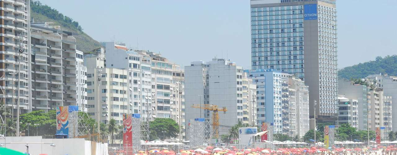28 de dezembro - A praia de Copacabana ficou lotada de guarda-sóis