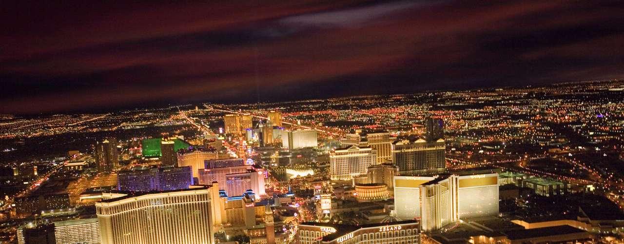 Las Vegas, Nevada, Estados Unidos: esta é a cidade do pecado. De cassinos a casas noturnas, Las Vegas tem tudo para ser o destino número 1 para as despedidas de solteiro. Se mulheres fazendo acrobacias sobre pistas de dança lotadas é o tipo de estímulo que procura, você vai amar o Rum Jungle no Mandalay Bay Resort and Cassino. Já o Rain, no Palms Cassino Resort, tem uma boa atmosfera e é um ótimo lugar para ver e ser visto. Mas é claro que o melhor lugar para ver mulheres bonitas vestidas em roupas sensuais de couro continua sendo o Hard Rock Hotel