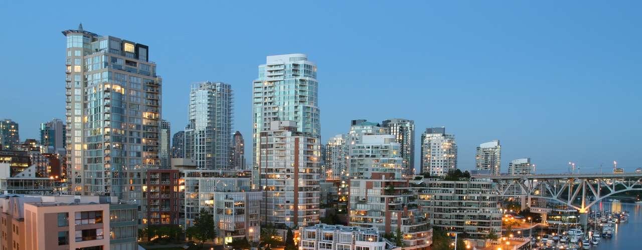 Vancouver, Columbia Britânica, Canadá: a Hollywood canadense é o lugar perfeito para badalar e ver celebridades. Granville é a rua para passar uma noite agradável acompanhado de pessoas bonitas. Confira o Roxy Night Club para procurar solteiras curtindo seus dias de liberdade ou vá ao famoso AuBAR para encontrar algumas celebridades