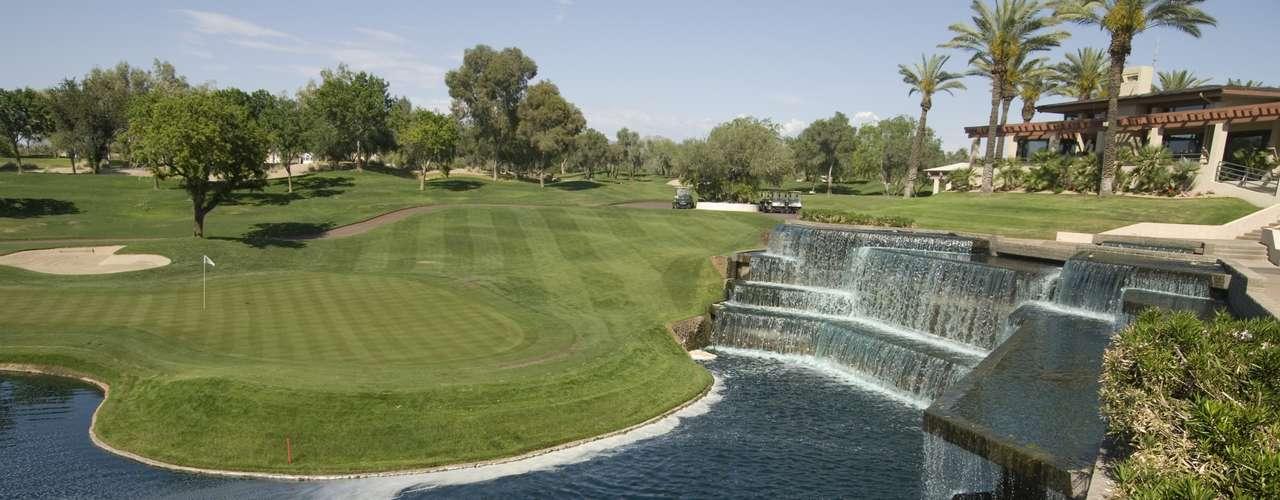 Scottsdale, Arizona, Estados Unidos: excursões de golfe são as mais recentes tendências para despedidas de solteiros. E com 200 campos para a prática desse esporte, Scottsdale é o lugar perfeito para quem busca algo assim. Kana Grill cura seu desejo por carnes e boa comida. Depois, siga para o SIX para beber e se divertir na pista de dança. Outra opção é Axis/Radius, mais uma atração da cidade