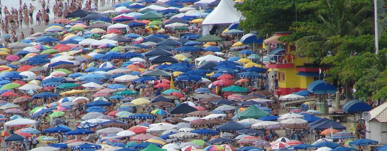29 de dezembro Catarinenses lotam praia Central de Balneário Camboriú