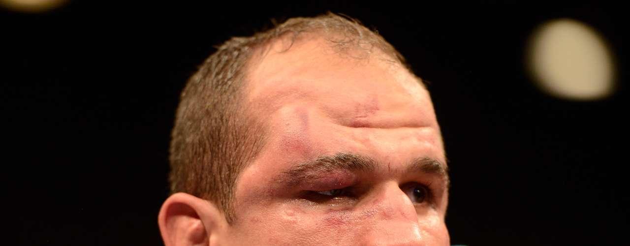 Ao fim da luta, o rosto de Cigano mostrava a intensidade da fúria de Velásquez
