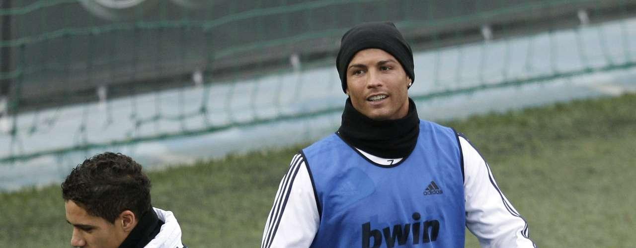 Cristiano Ronaldo participa do treinamento do Real Madrid