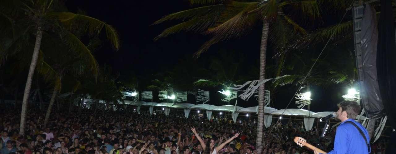 Saulo Fernandes agitou o público que lotava o local com os sucessos do grupo