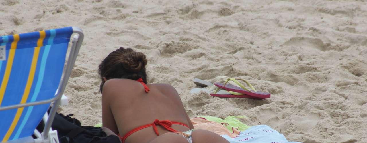 Em Florianópolis, os termômetros marcaram 27°C com tempo nublado e com raras aberturas de sol