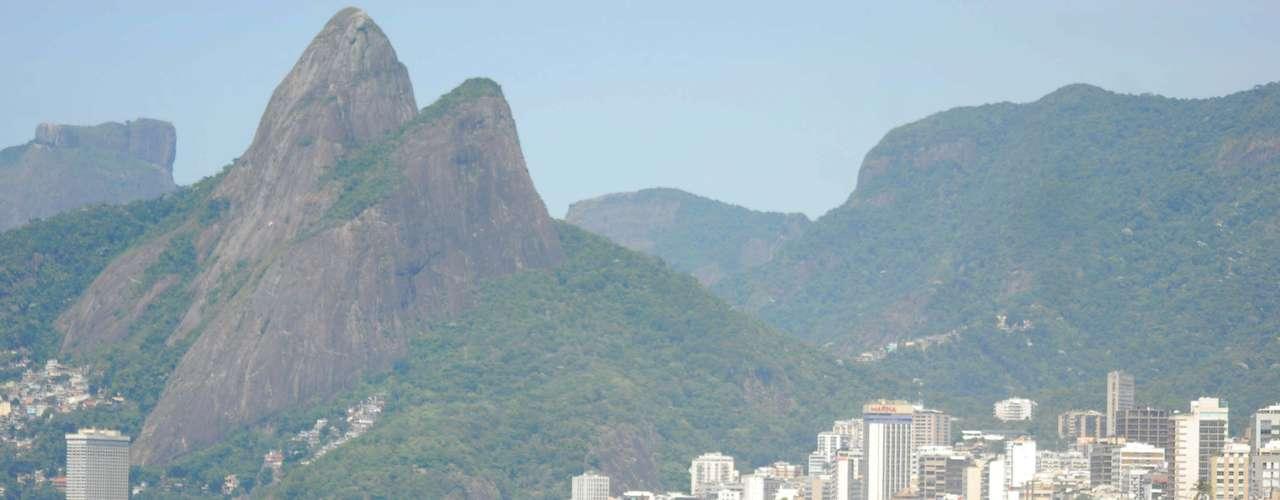 30 de dezembro Cariocas e turistas aproveitam o sol e lotam a praia no último domingo de 2012