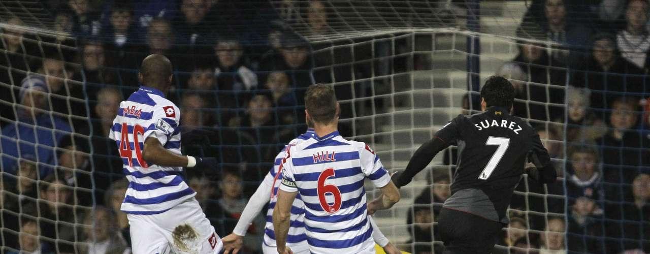 Suarez fez dois dos três gols do Liverpool