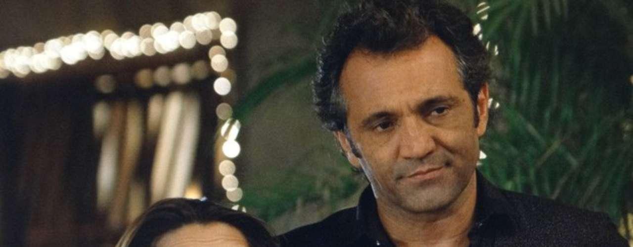 Mas Bianca não quer saber dessa vida em família na Capadócia. Para ela, só tem espaço para Zyah no seu mundo. \