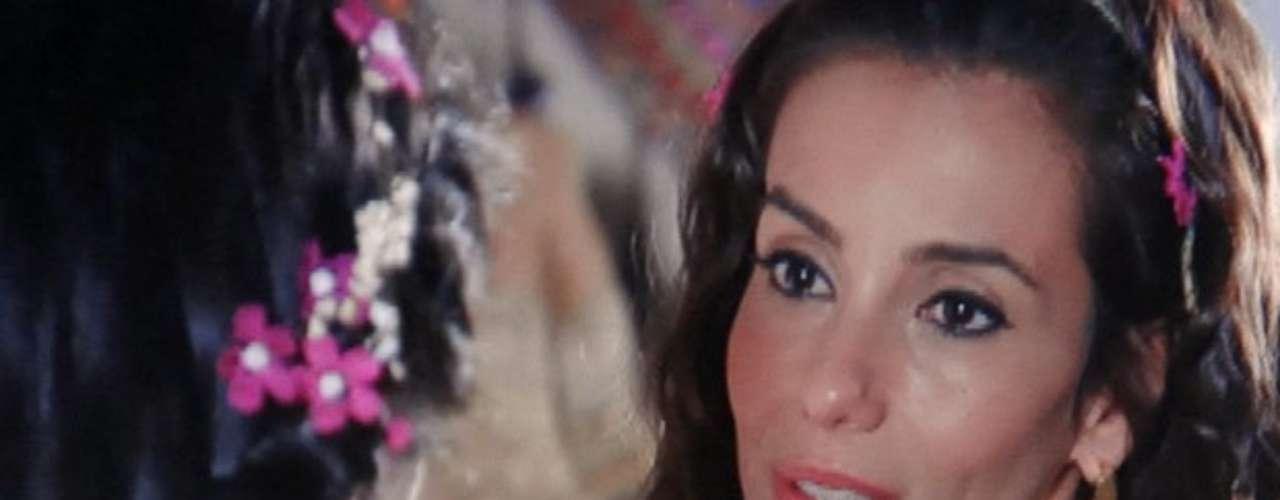 Ayla (Tânia Khalill) não suporta mais ver Zyah (Domingos Montagner) cheio de amores com Bianca (Cleo Pires) e decide deixar a Capadócia,local em que nasceu. A tecelã, então, se despede da família e dos amigos para ir trabalhar e viver em Istambul