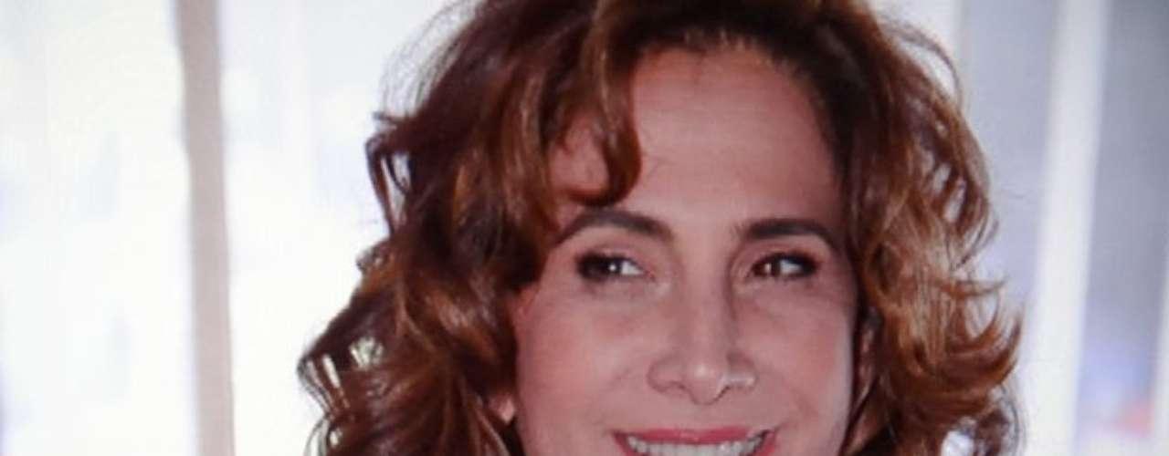 Wanda quer se vingar de Morena e pedirá permissão de Lívia para matar a jovem do Alemão, que está de volta ao Brasil