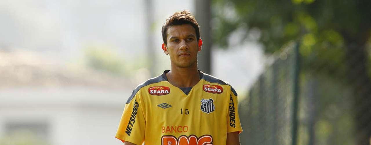 Para contratar Montillo, o Santos repassou o volante Henrique ao Cruzeiro