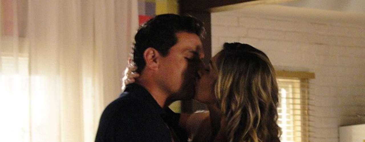 Théo (Rodrigo Lombardi) vai pedir uma nova chance para Érica (Flávia Alessandra)  e os dois se beijam. A veterinária, porém, não se sente segura de voltar para o ex-namorado