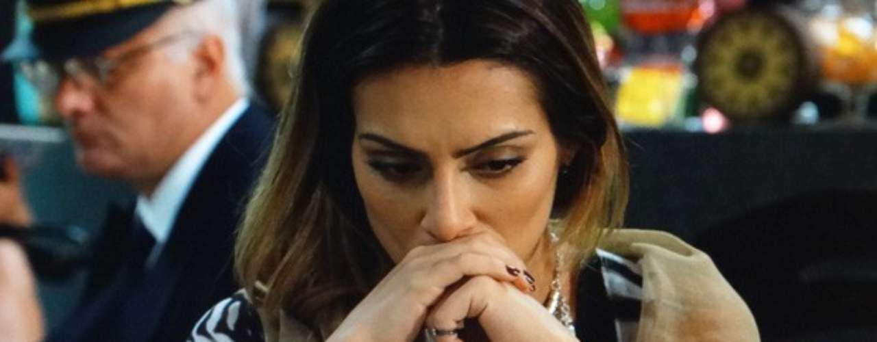 Bianca (Cleo Pires) admite que não está preparada para conviver com a família de Zyah (Domingos Montagner) sob os costumes da Capadócia