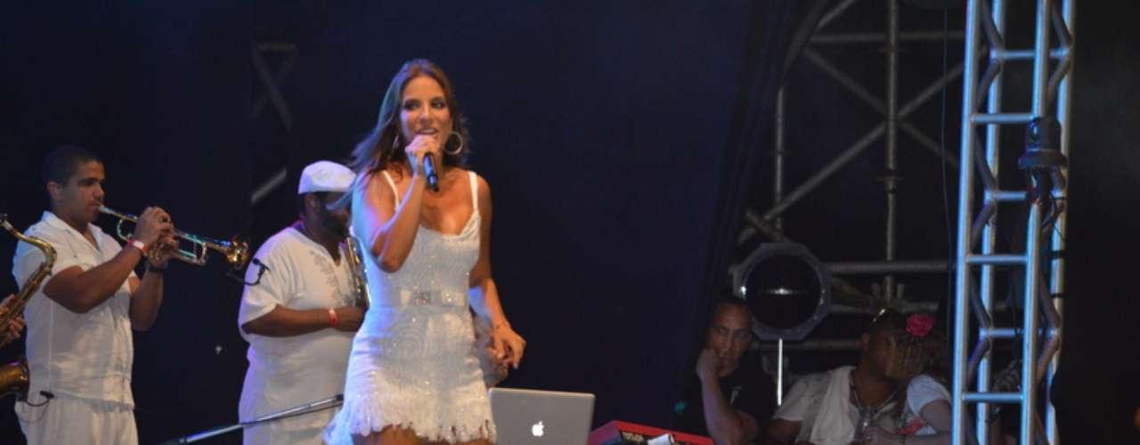 Ivete Sangalo se apresentou na Praia do Forte, na Bahia