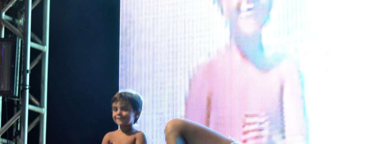 Ivete Sangalo cantou acompanhada do filho, Marcelo, fruto do relacionamento com Daniel Cady. No palco, a cantora se emocionou com a presença especial em seu show