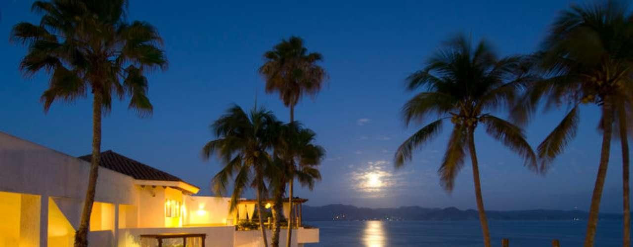 Instalações do Punta Serena contam com restaurante, bar, lounge, sauna, jacuzzi e quadra de tênis. Diárias custam a partir de R$ 200 por pessoa