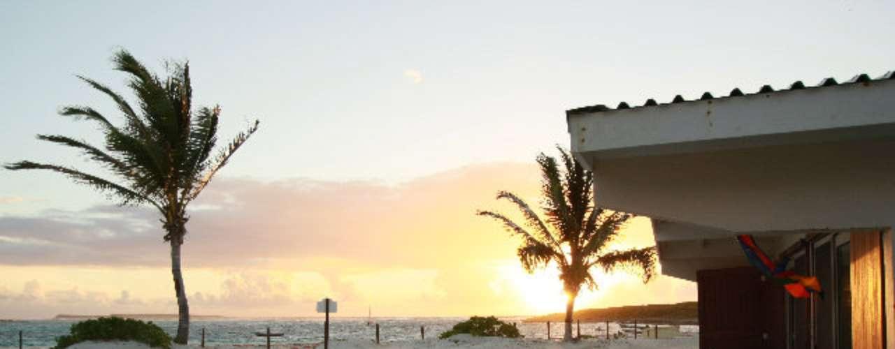 Em St. Maarten, Club Orient Resort tem 137 chalés equipados com cozinha, cadeiras de praia, ar-condicionado, telefone e acesso wi-fi gratuito. Diárias a partir de R$ 370 por pessoa