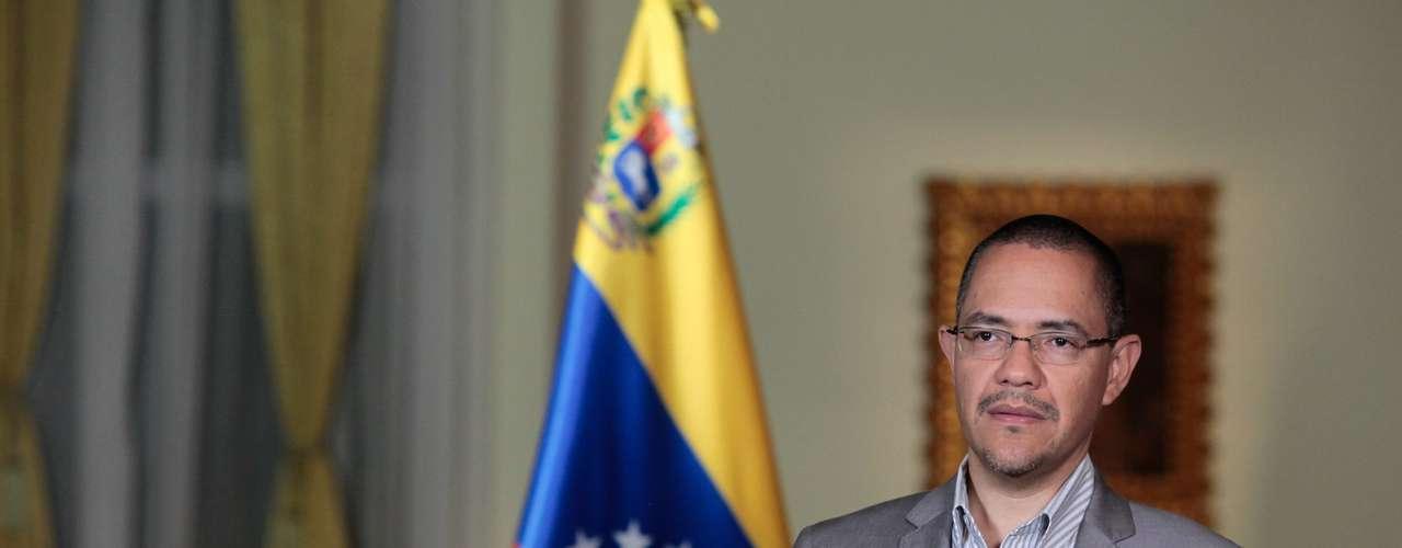 7 de dezembro - O ministro das Comunicações do país, Ernesto Villegas lê comunicado sobre a saúde de Hugo Chávez. Ele informou que o presidente venezuelano segue em situação estável com relação ao último boletim. No informe anterior, o governo relatava que Chávez sofria de insuficiência respiratória como consequência de uma infecção pulmonar