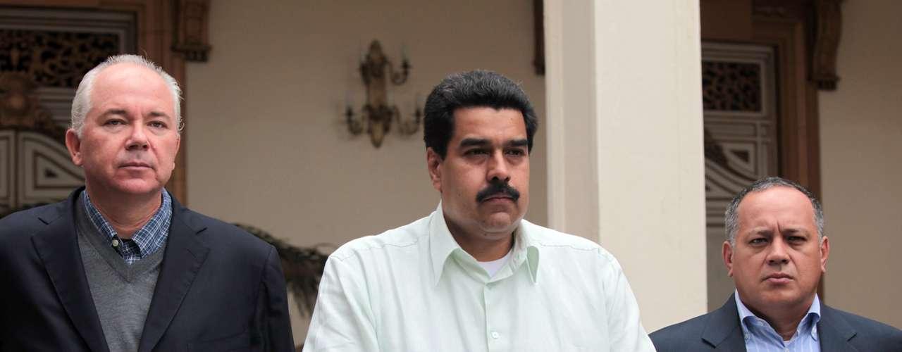 12 de dezembro - Nicolas Maduro diz que o processo pós-operatório do presidente venezuelano, Hugo Chávez, será \