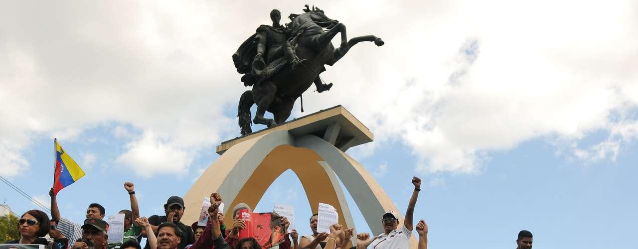 15 de dezembro - Multidão se reúne em vigília por Chávez em Tegucigalpa, Honduras. O ministro da Ciência venezuelano, Jorge Arreaza, afirmou que Chávez apresenta \
