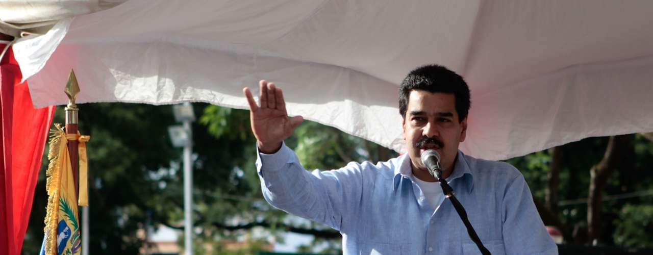 20 de dezembro - O vice-presidente venezuelano, Nicolas Maduro, faz declaração sobre o estado de saúde de Chávez, em Guárico. Ele assegurou que o presidente encontra-se \