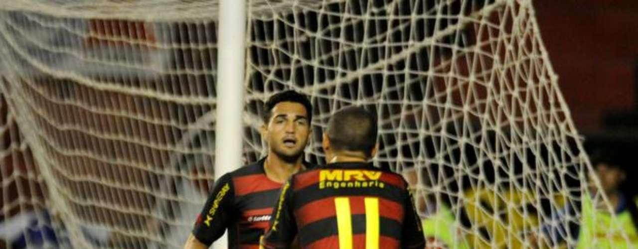 As diretorias de Sport e Internacional chegaram a acordo, e o atacante Gilberto atuará pelo time gaúcho em 2013