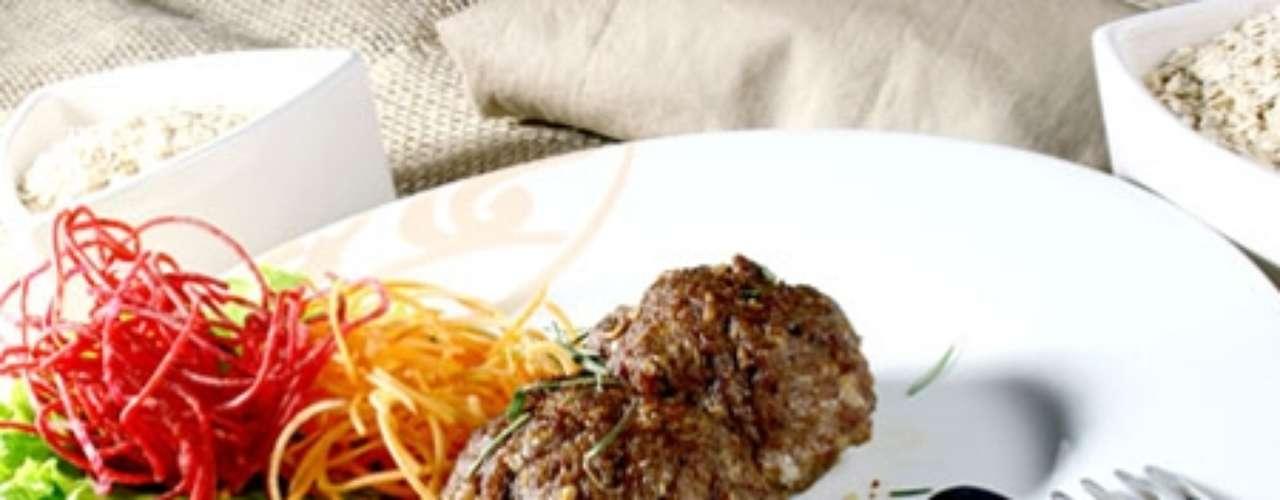Bolinhos de carne e batata.