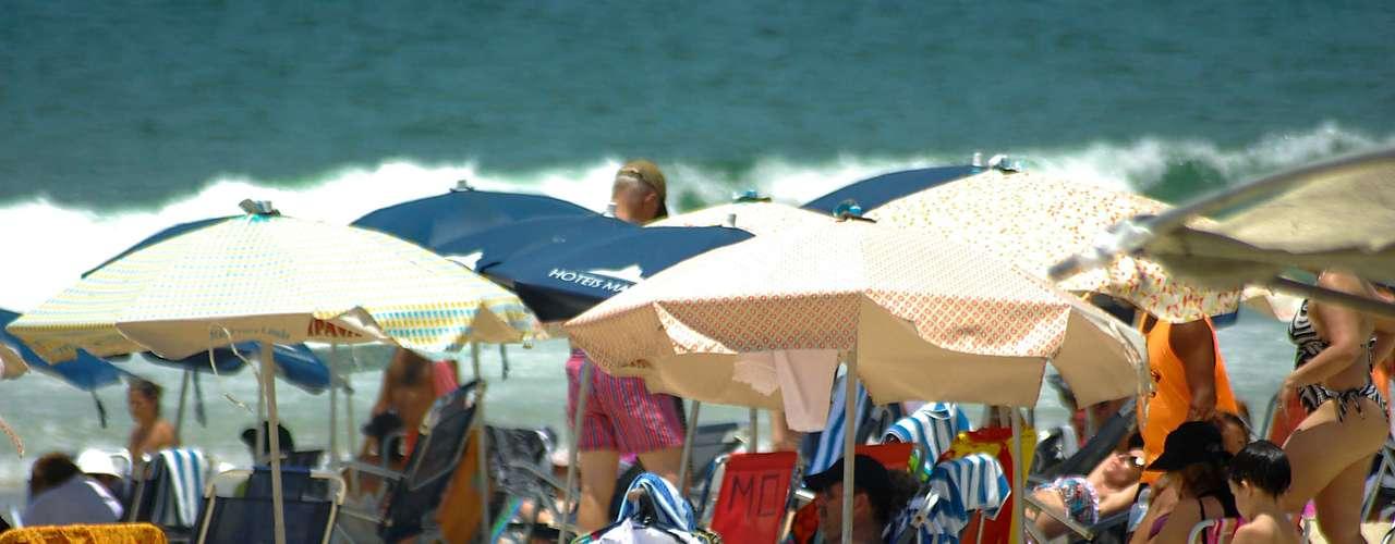 14 de janeiro O movimento foi intenso na manhã desta segunda-feira na praia do Leblon, zona sul do Rio de Janeiro