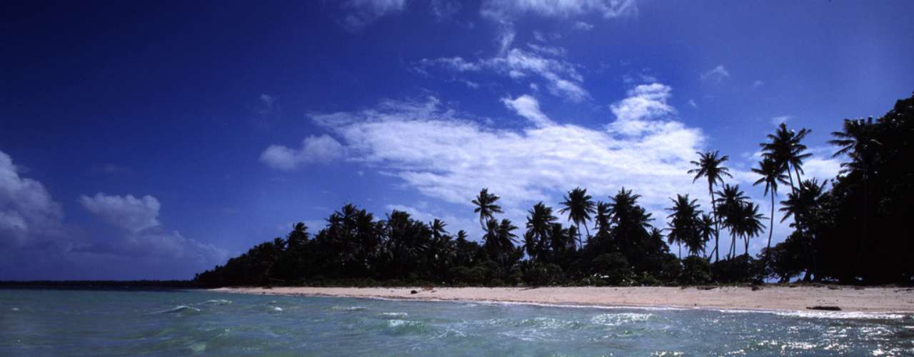 Laura Beach, Majuro, Ilhas Marshall As Ilhas Marshall são um arquipélago formado por mais de mil ilhas, formando um país considerado como um dos menores do planeta. A capital, Majuro, situa-se no atol homônimo, com praias paradisíacas como Laura Beach, com areias finas e brancas e águas cristalinas