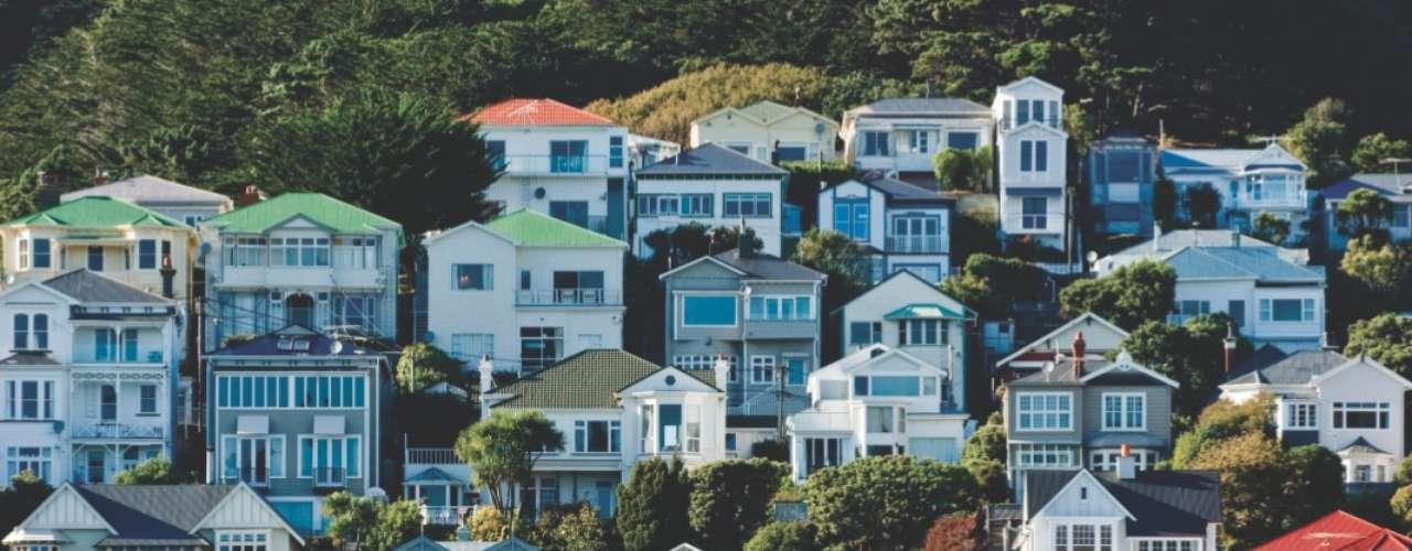 Mount Victoria, Wellington, Nova-Zelândia Situado ao leste do centro de Wellington, o Monte Victoria tem cerca de 200 metros de altura, proporcionando um belo visual panorâmico sobre a capital da Nova Zelândia. Além de paisagens e trilhas para passeios agradáveis, o Monte Victoria possui casas residenciais que dão um estilo mais charmoso ao local