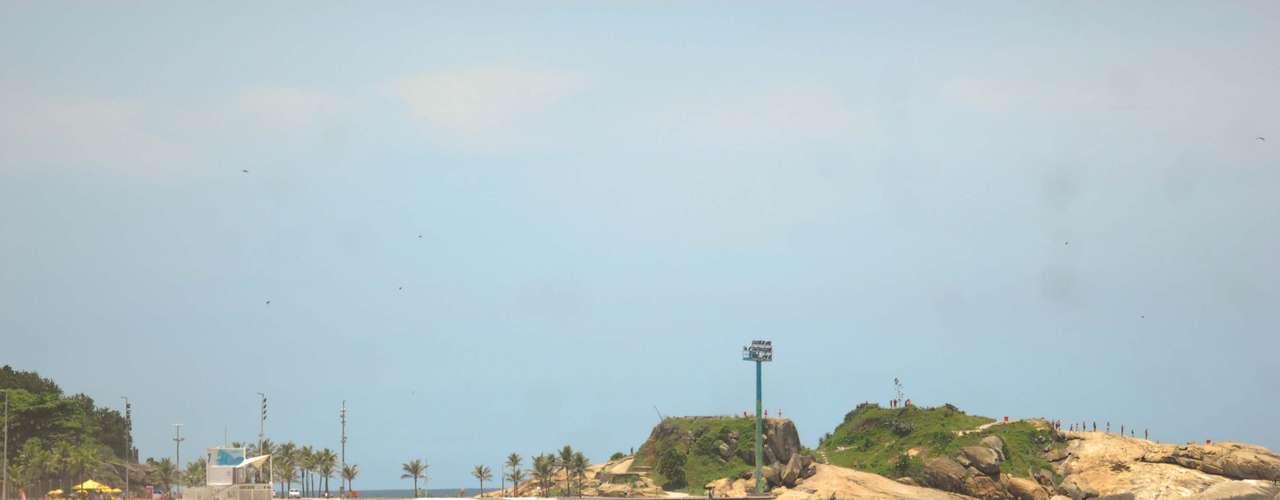 15 de janeiro A praia de Ipanema, na zona sul do Rio de Janeiro, recebeu vários banhistas durante a manhã