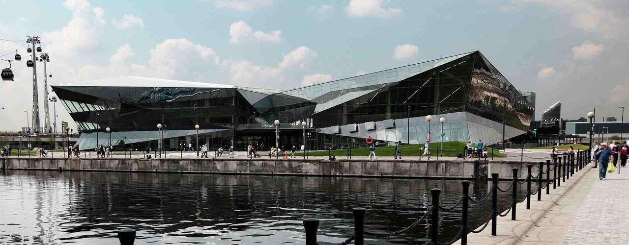 The Crystal, Londres: edifício baixo inteiramente feito de vidro no coração de Londres, o The Crystal é um dos prédios mais ecológicos inaugurados em 2012 no mundo inteiro. Entre as novidades, o prédio conta com coleta de água de chuva, tratamento de águas usadas, energia solar e tomadas de carregamento para carros elétricos