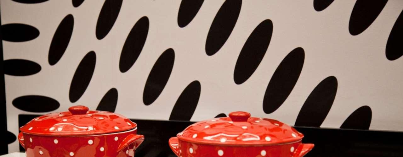 A proposta de Leila era construir ambientes recheados de objetos retrôs, com muitas cores e um toque de futurismo. \