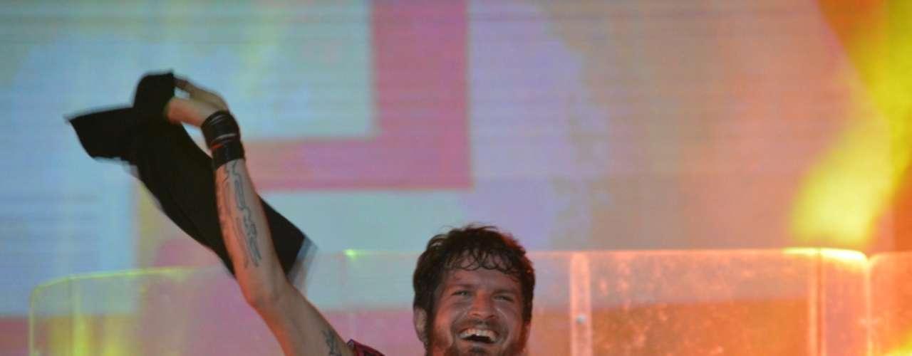 O primeiro do dia do Festival de Verão de Salvador, nesta quinta-feira (16), contou com atrações como O Rappa, Ivete Sangalo, Sorriso Maroto e a vencedora do 'The Voice Brasil', Ellen Oléria. Entre os famosos que prestigiaram os shows estavam Débora Nascimento e José Loreto.