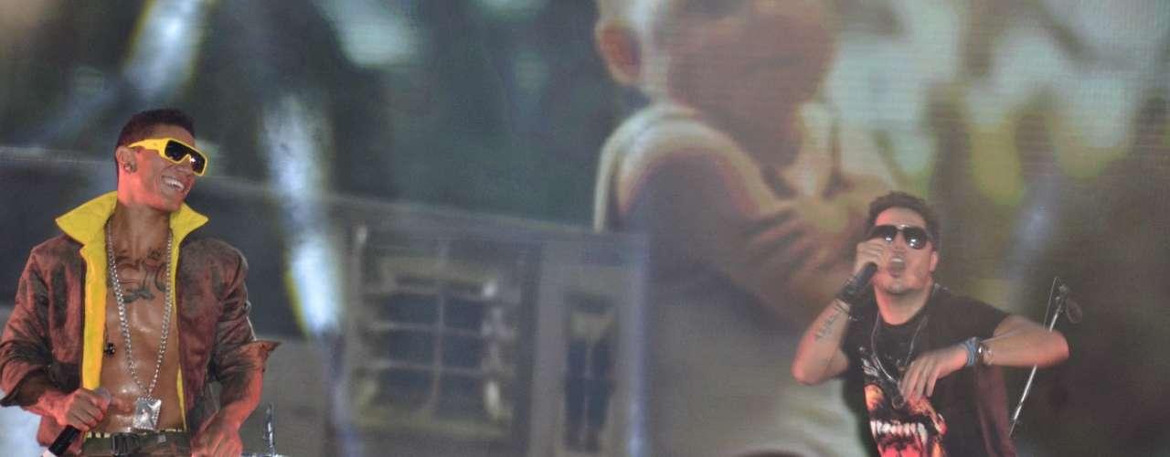O primeiro do dia do Festival de Verão de Salvador, nesta quinta-feira (16), contou com atrações como O Rappa, Ivete Sangalo, Sorriso Maroto, Tomate e a vencedora do 'The Voice Brasil', Ellen Oléria. Entre os famosos que prestigiaram os shows estavam Débora Nascimento e José Loreto