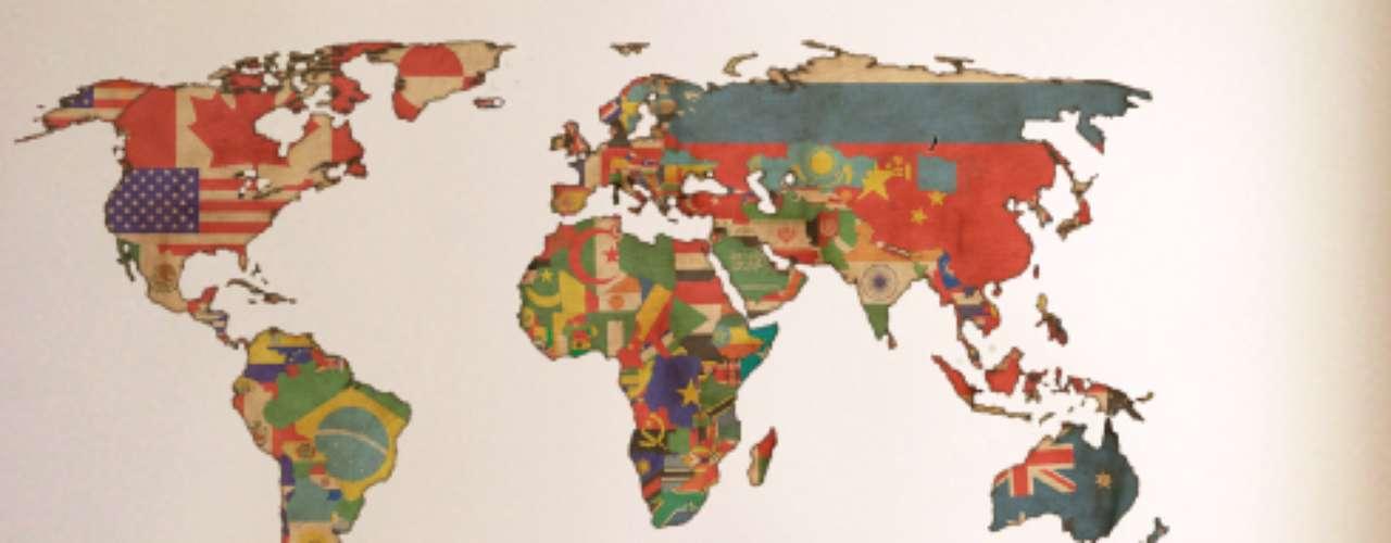 A loja I-Stick possui um modelo de adesivo de parede com o formato do mapa mundi. O território de cada país é estampado com sua bandeira. O adesivo de 180 cm por 100 cm custa R$ 379