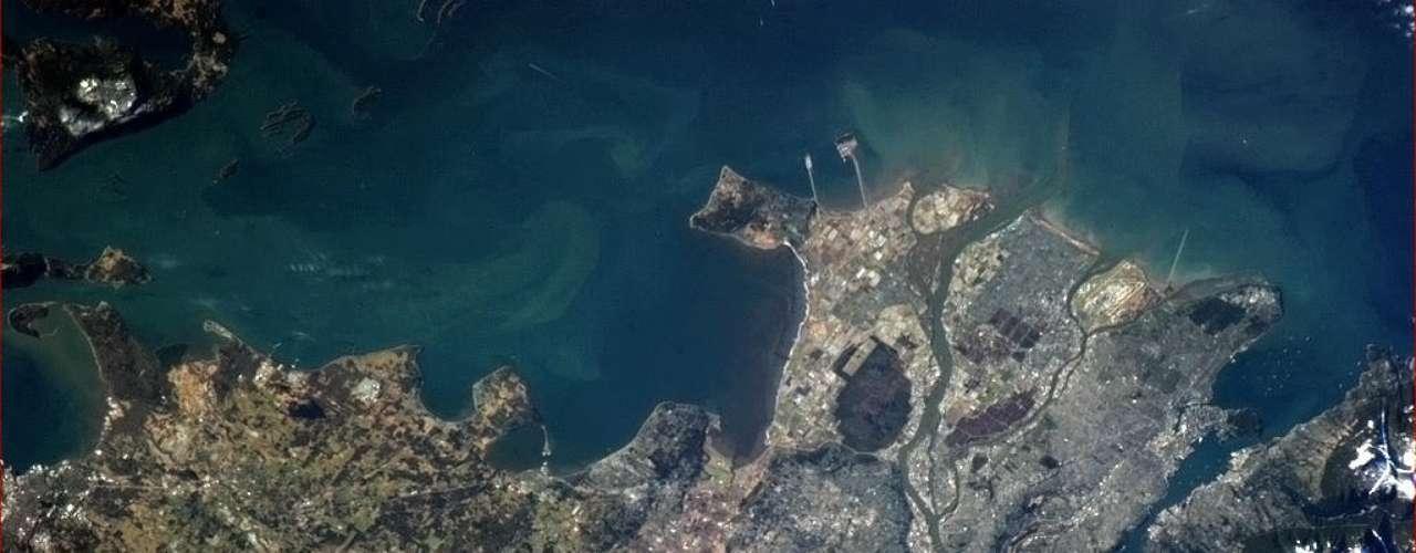 Uma imagem bastante nítida de Vancouver em um dia ensolarado foi tirada pelo astronauta Chris Hadfield