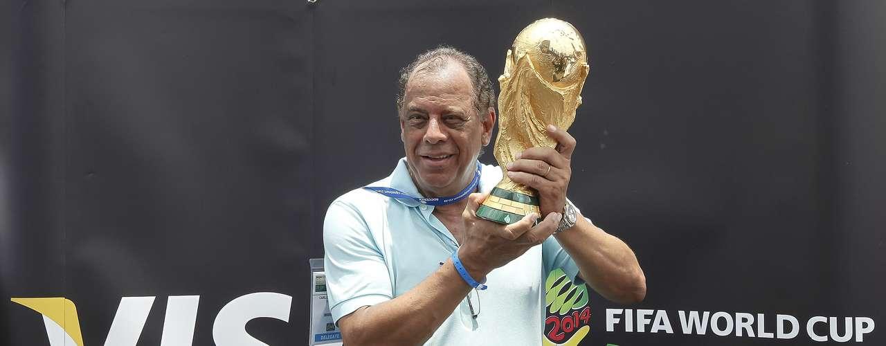 Em 12º lugar ficou o capitão do tri, Carlos Alberto Torres. Lateral direito de qualidade, ele era ainda mais reconhecido por sua liderança. Passou por Fluminense, Flamengo, Botafogo e Santos, sempre conquistando pelo menos um título