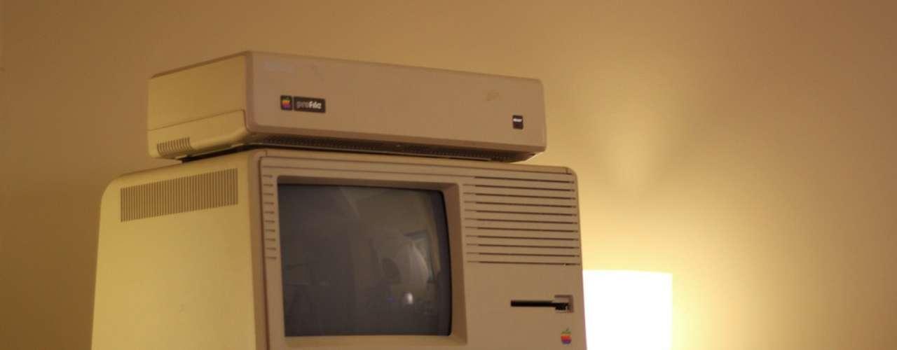 O Lisa tinha microprocessador Motorola 68000 de 5 MHz, 1 MB de RAM, disco rígido externo de 5 MB e dois leitores de disquetes 5,25\