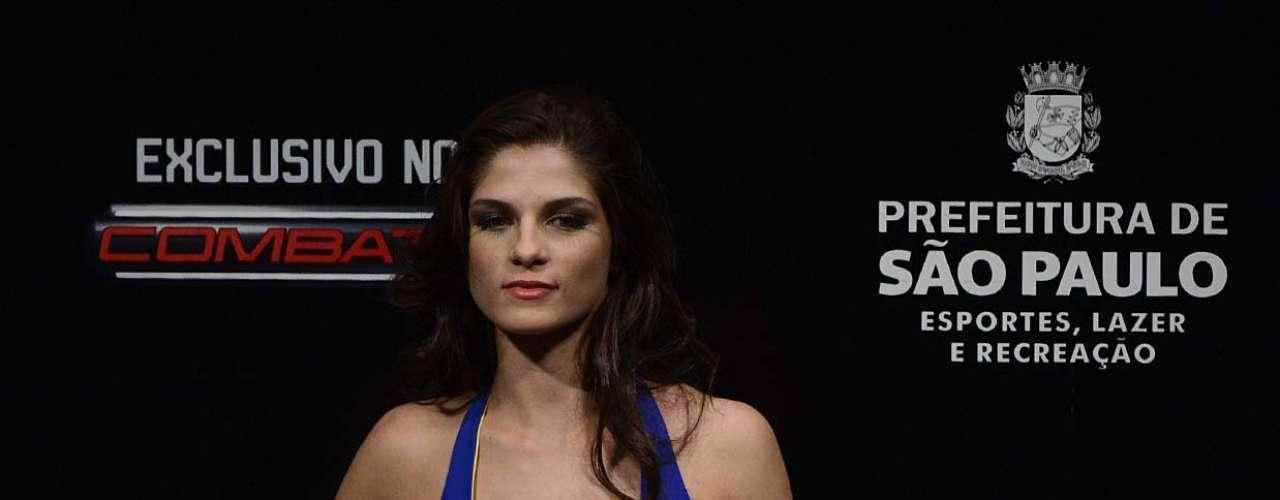 Natural de Guarulhos,Aline Franzoi, 20 anos, comemorou a experiência em trabalhar no UFC e disse que costuma acompanhar as lutas. Veja a seguir mais imagens da dupla de ring girls