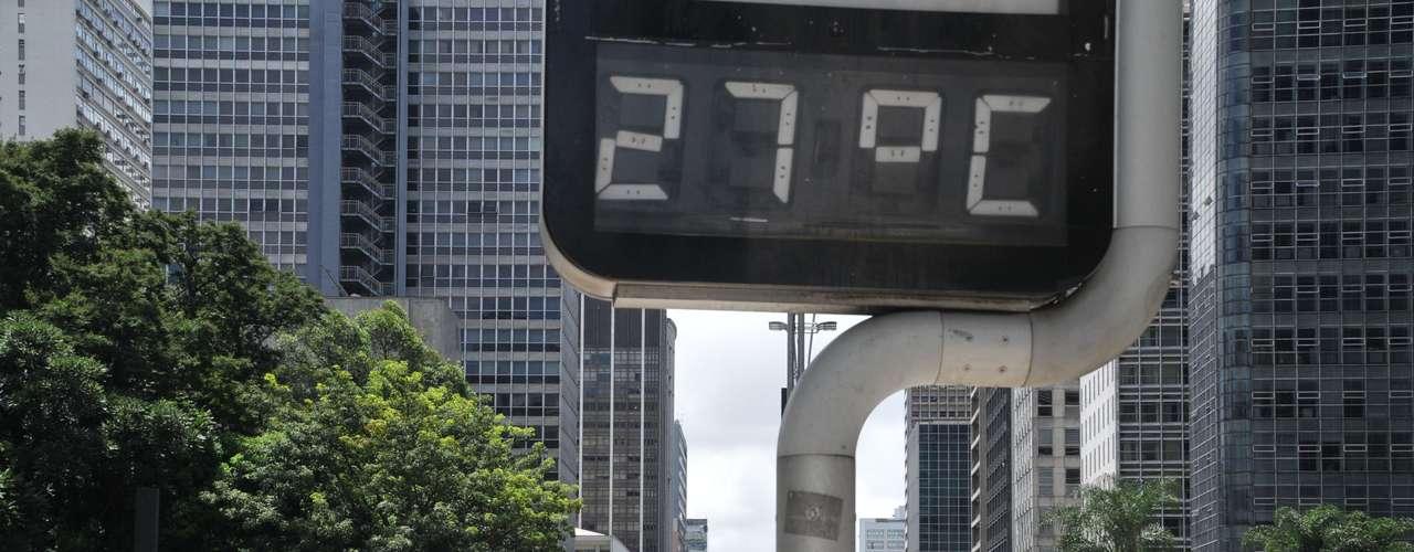 20 de janeiro Termômetros marcavam 27ºC na avenida Paulista, em São Paulo, na tarde deste domingo