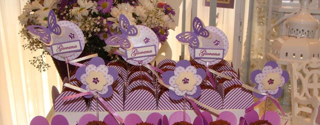 Os brigadeiros foram incrementados com flores e borboletas, na festa Jardim, da La Belle Vie Eventos