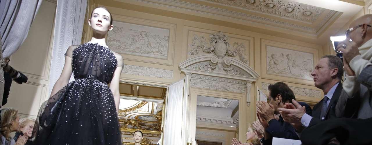 Christophe Josse, estilista francês de alta-costura, abriu a semana de moda de Paris