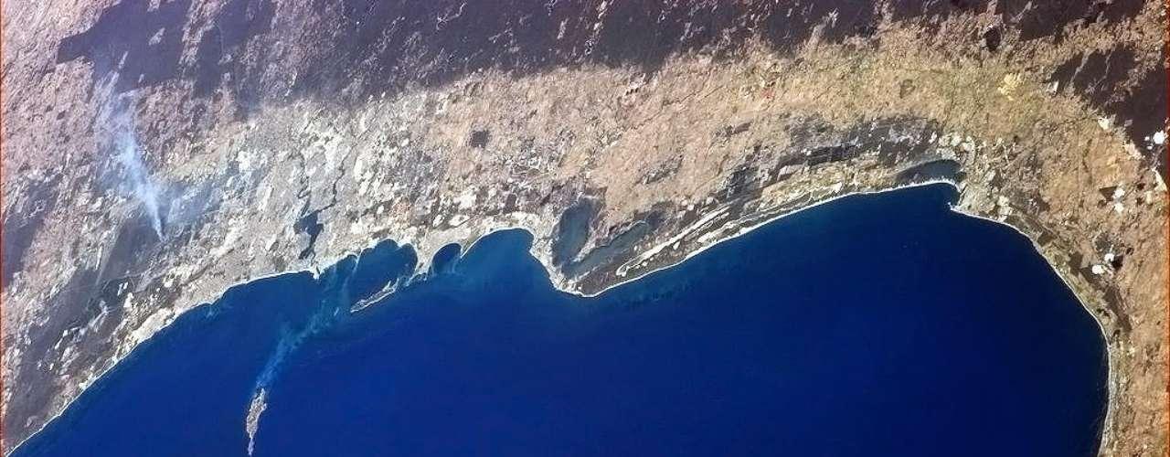 O astronauta Chris Hadfield, que estáa bordo da Estação Espacial Internacional (ISS, na sigla em inglês) desde dezembro, registrou a costa da Austrália nesta terça-feira, dia 22 de janeiro. Na foto aparece a cidade de Perth, uma das maiores do país. Veja a seguir outras imagens da terra vista do espaço