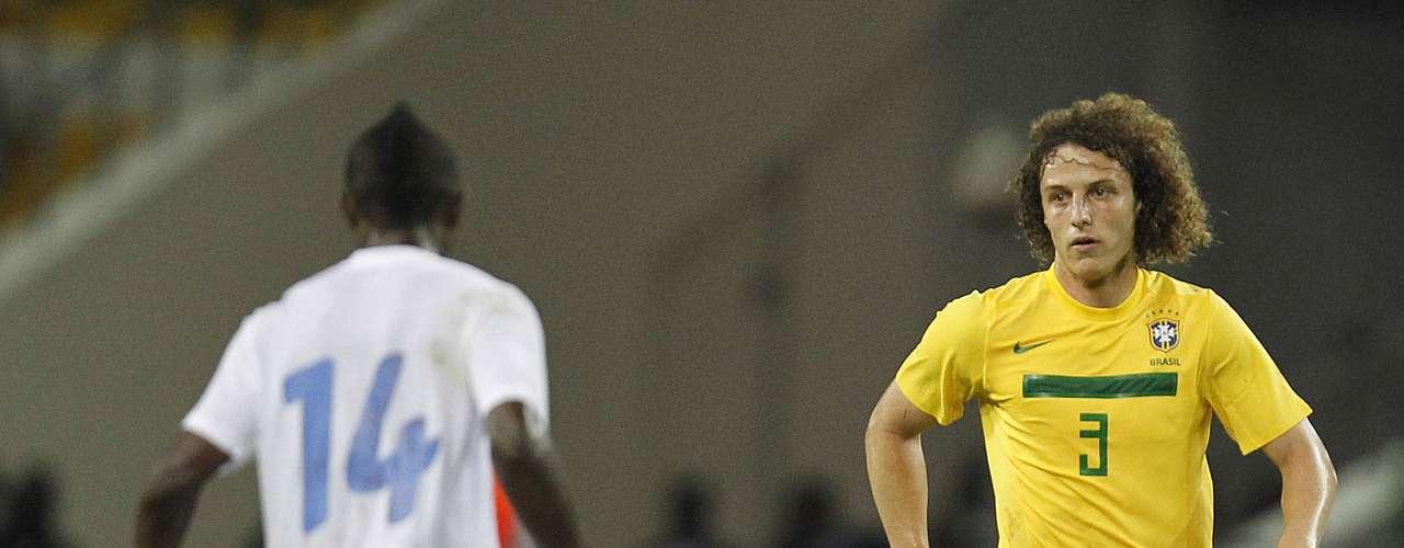 Zagueiros: David Luiz (Chelsea-ING)