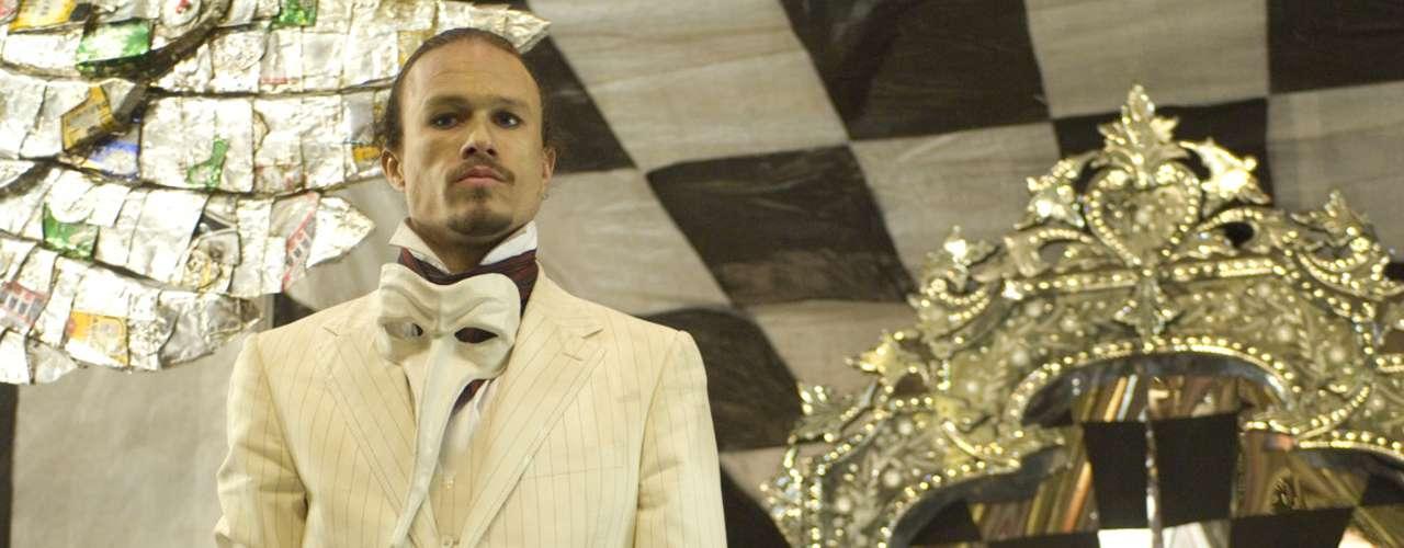 Heath chegou a começar a filmar 'O Mundo Imaginário do Doutor Parnassus', mas morreu antes de terminar as filmagens. Seu personagem foi concluído por Jude Law, Colin Farrell e Johnny Depp, que renunciaram ao cachê pelo filme em favor de Matilda, filha do ator