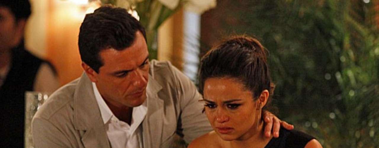 Morena (Nanda Costa) fica abalada após ver Jéssica (Carolina Dieckmann) morta e afirma para Théo (Rodrigo Lombardi) que se tratou de um assassinato. O capitão questiona quem poderia ter matado a colega, mas Morena desconversa e apenas volta a dizer que foi um assassinato