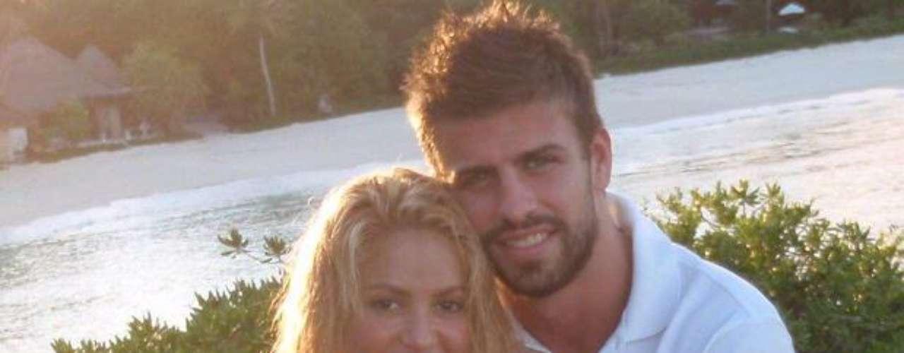 Diversas vezes rumores afirmavam que o relacionamento havia terminado, porém as fotos divulgadas pela cantora colombiana nas redes sociais sempre os desmentiram